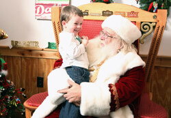 2013-visit-with-santa-family-1-4-lores
