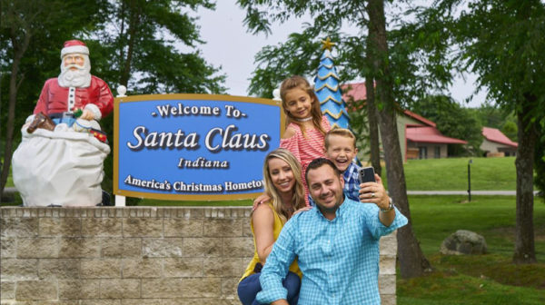 Santa Claus Welcome Sign Santa's Lakeside Cottages Family Selfie